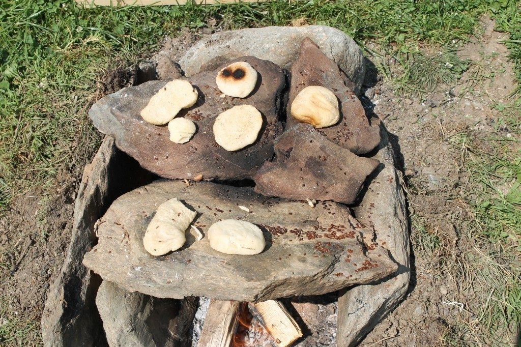 Fladenbrote auf dem heißen Stein gebacken, Uttendorf 2015